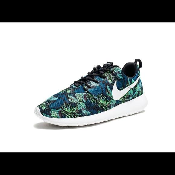 5fff08f88ce7e Nike Roshe Run Print M 10 green blue white black.  M 5b14851ca5d7c681b3704d6e. Other Shoes ...
